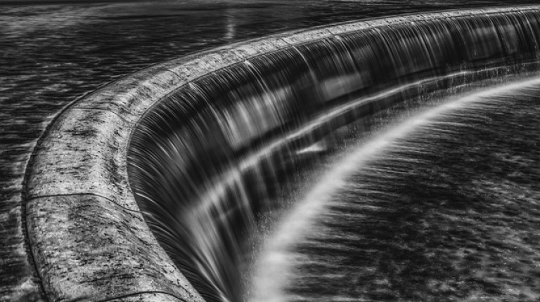 waterfall-2531194_640
